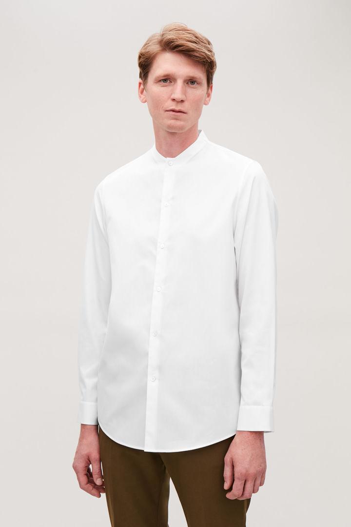 COS default image 12 of 화이트 in 칼라리스 롱 슬리브 셔츠