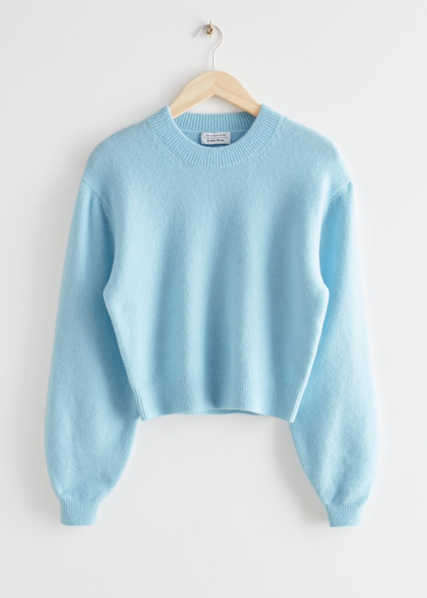 앤아더스토리즈 릴렉스드 스웨터의 라이트 블루컬러 Product입니다.