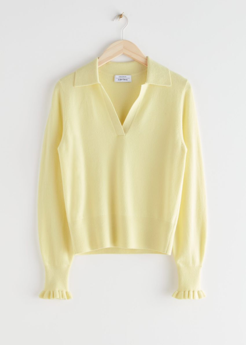 앤아더스토리즈 러플 울 니트 폴로 스웨터의 라이트 옐로우컬러 Product입니다.