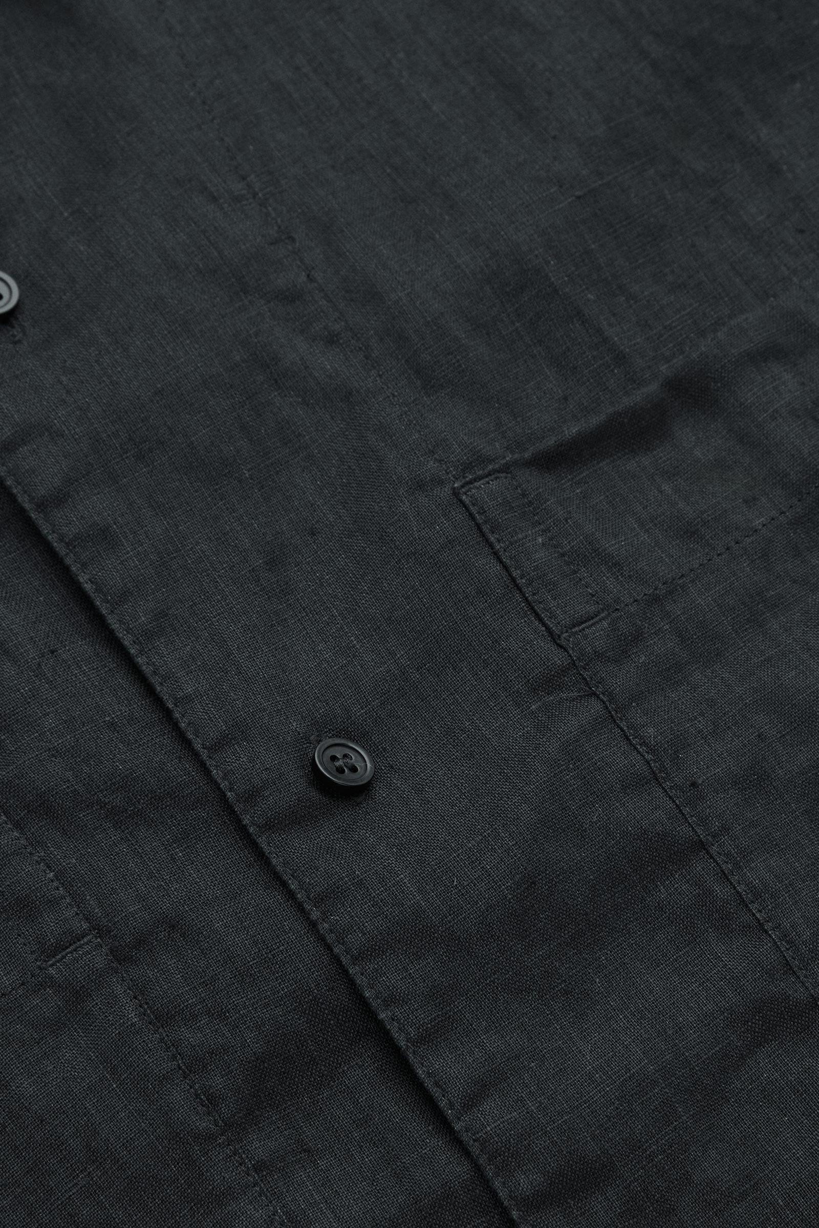 COS 캠프 칼라 쇼트 슬리브 셔츠의 블랙컬러 Detail입니다.