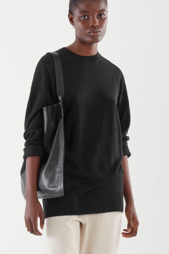 COS default image 7 of 블랙 in 라이트웨이트 리넨 스웨터