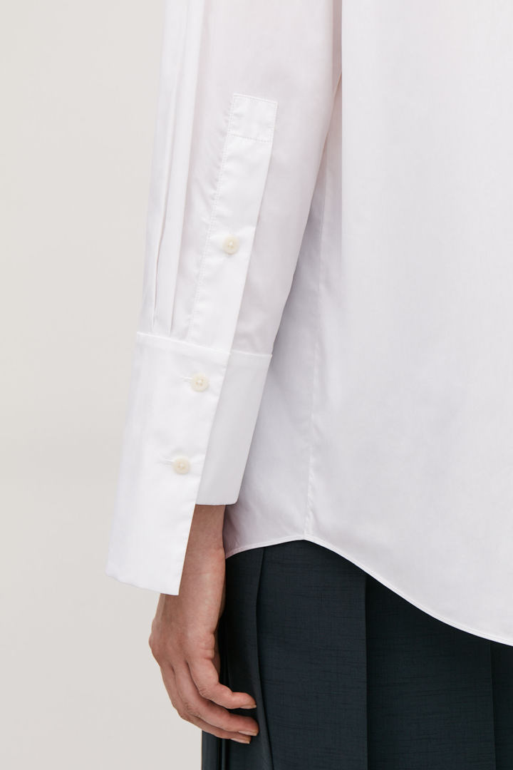 COS default image 12 of 화이트 in 스텝트 커프 코튼 셔츠
