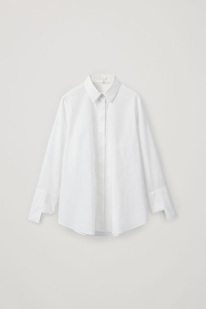 COS hover image 12 of 화이트 in 스텝트 커프 코튼 셔츠