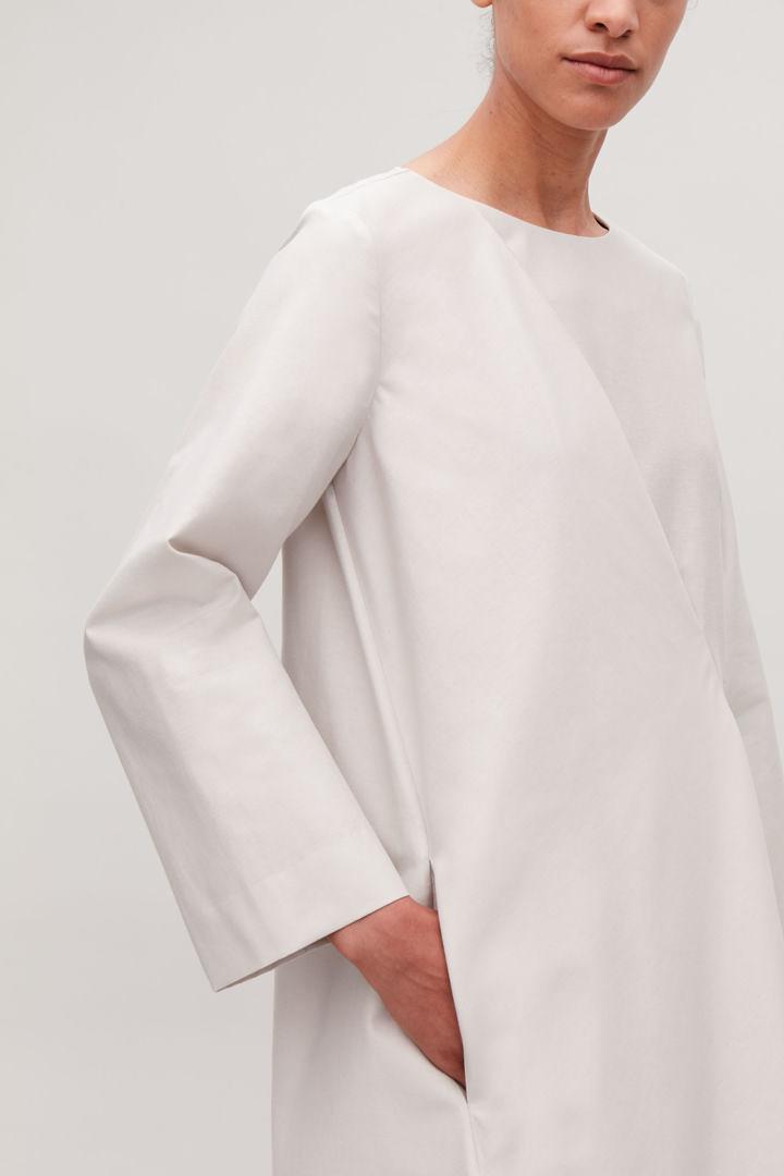 COS default image 12 of 브라운 in 애시메트릭 플리츠 드레스