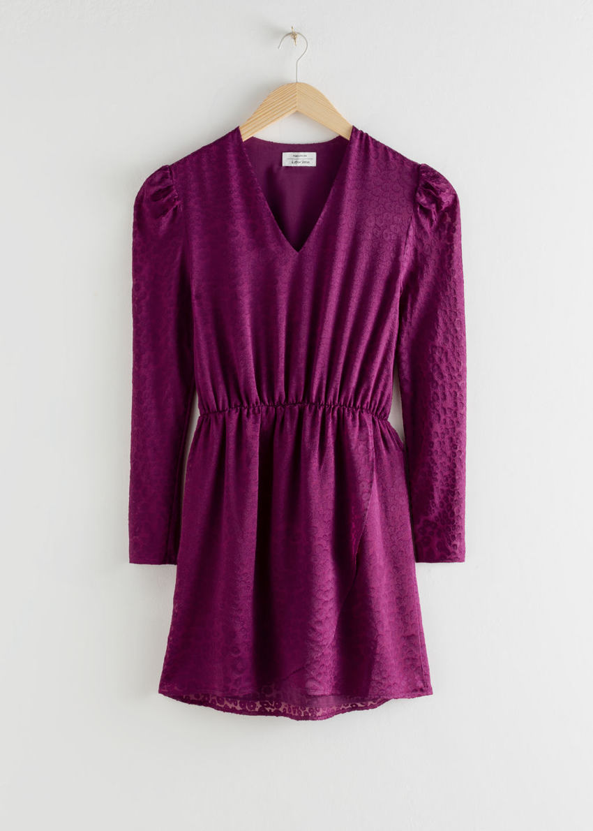 앤아더스토리즈 개더드 웨이스트 레오파드 자카드 미니 드레스의 퍼플컬러 Product입니다.