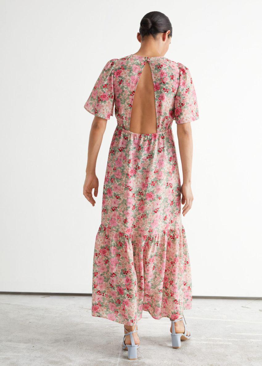 앤아더스토리즈 프린트 퍼프 슬리브 맥시 드레스의 핑크 플로럴컬러 ECOMLook입니다.
