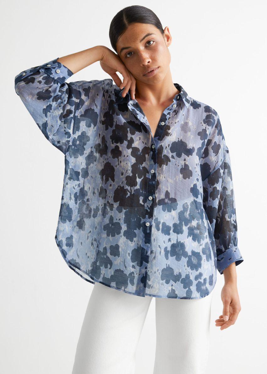 앤아더스토리즈 프린트 볼류미너스 셔츠의 블루 플로럴컬러 ECOMLook입니다.