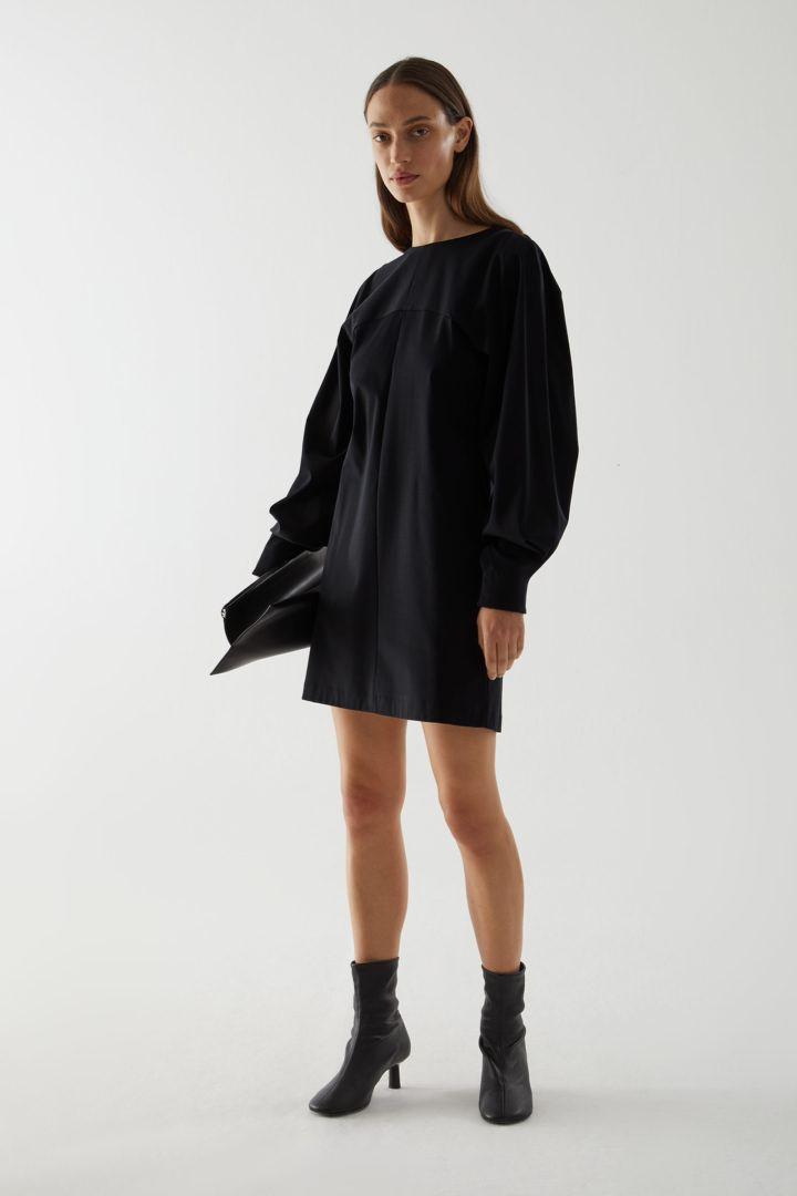 COS default image 6 of 블랙 in 오가닉 코튼 볼류미너스 슬리브 드레스