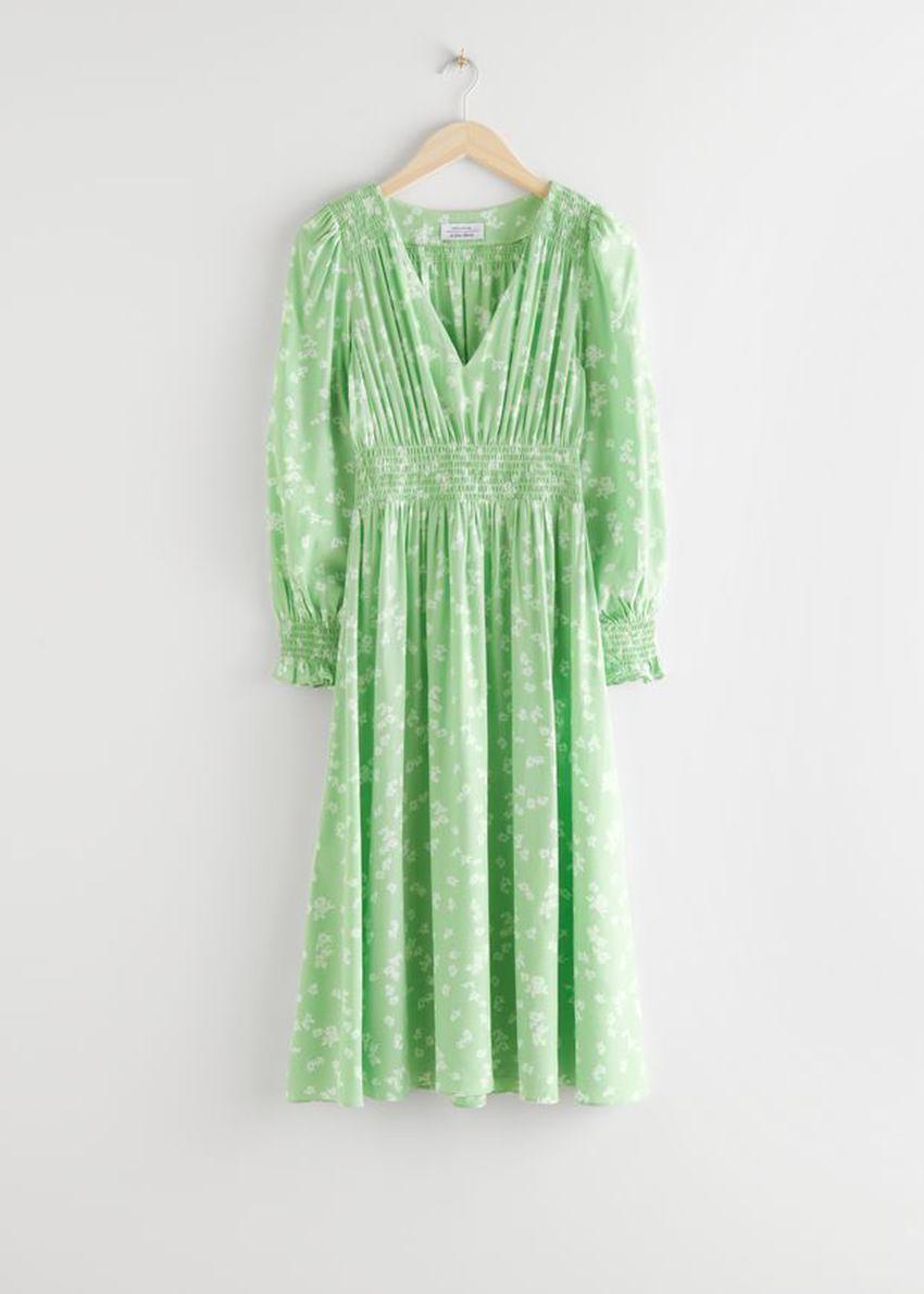 앤아더스토리즈 플리츠 스모크 미디 드레스의 그린 플로럴컬러 Product입니다.