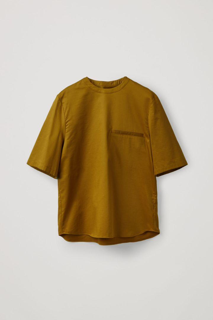 COS 오가닉 코튼 오버사이즈 슬리브 티셔츠의 브라운컬러 Product입니다.