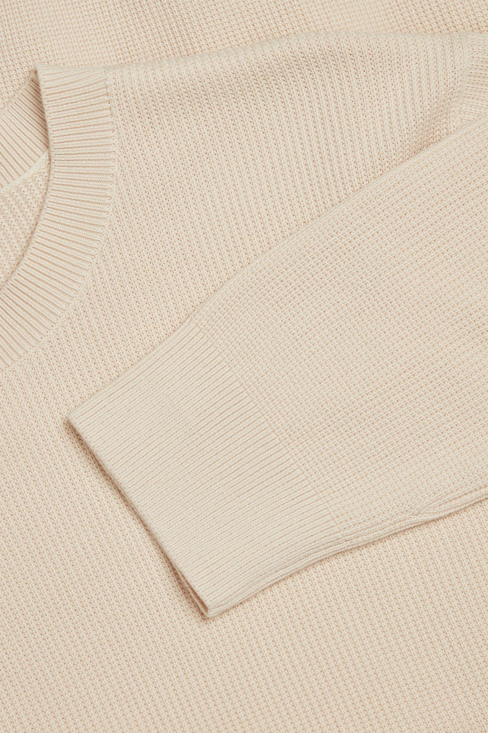 COS 오가닉 코튼 텍스쳐드 니트 스웨터의 베이지컬러 Detail입니다.