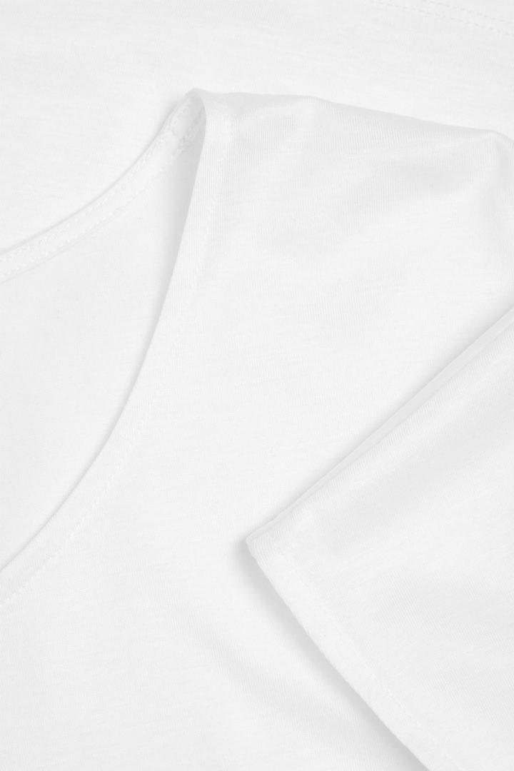 COS 라이오셀 오가닉 코튼 믹스 스퀘어 컷 티셔츠의 화이트컬러 Detail입니다.