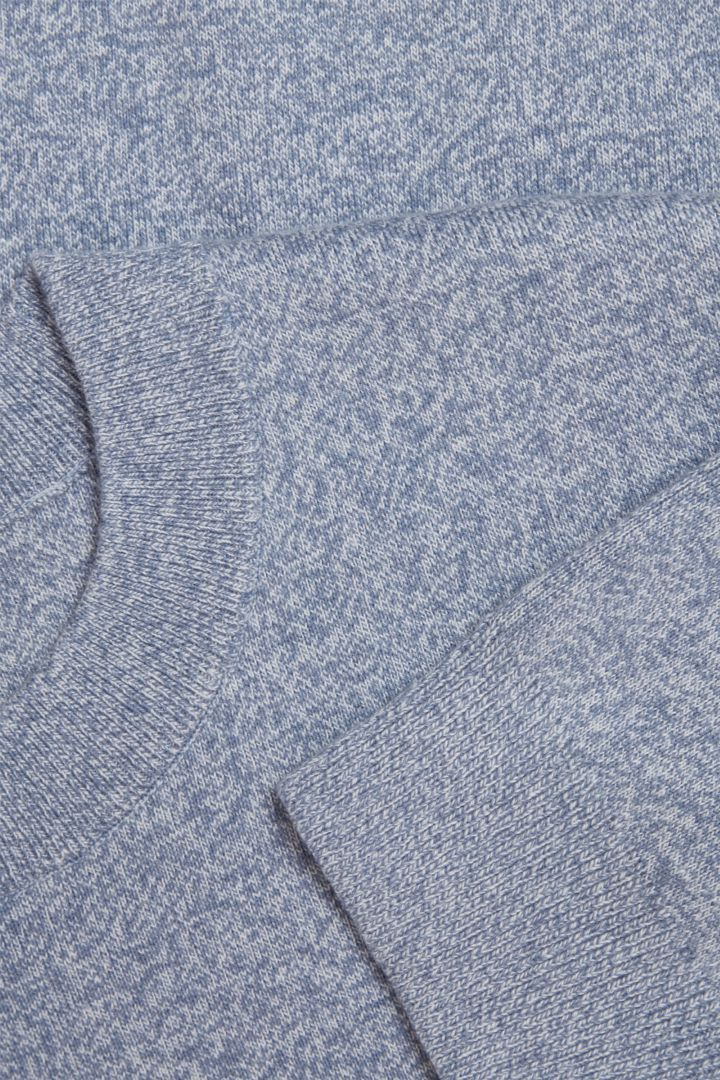 COS 니티드 코튼 메리노 스웨터의 블루컬러 Detail입니다.