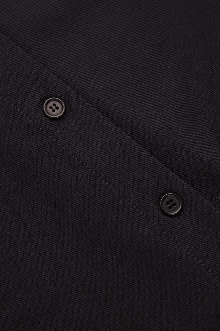 COS 오가닉 코튼 믹스 오버셔츠의 네이비컬러 Detail입니다.