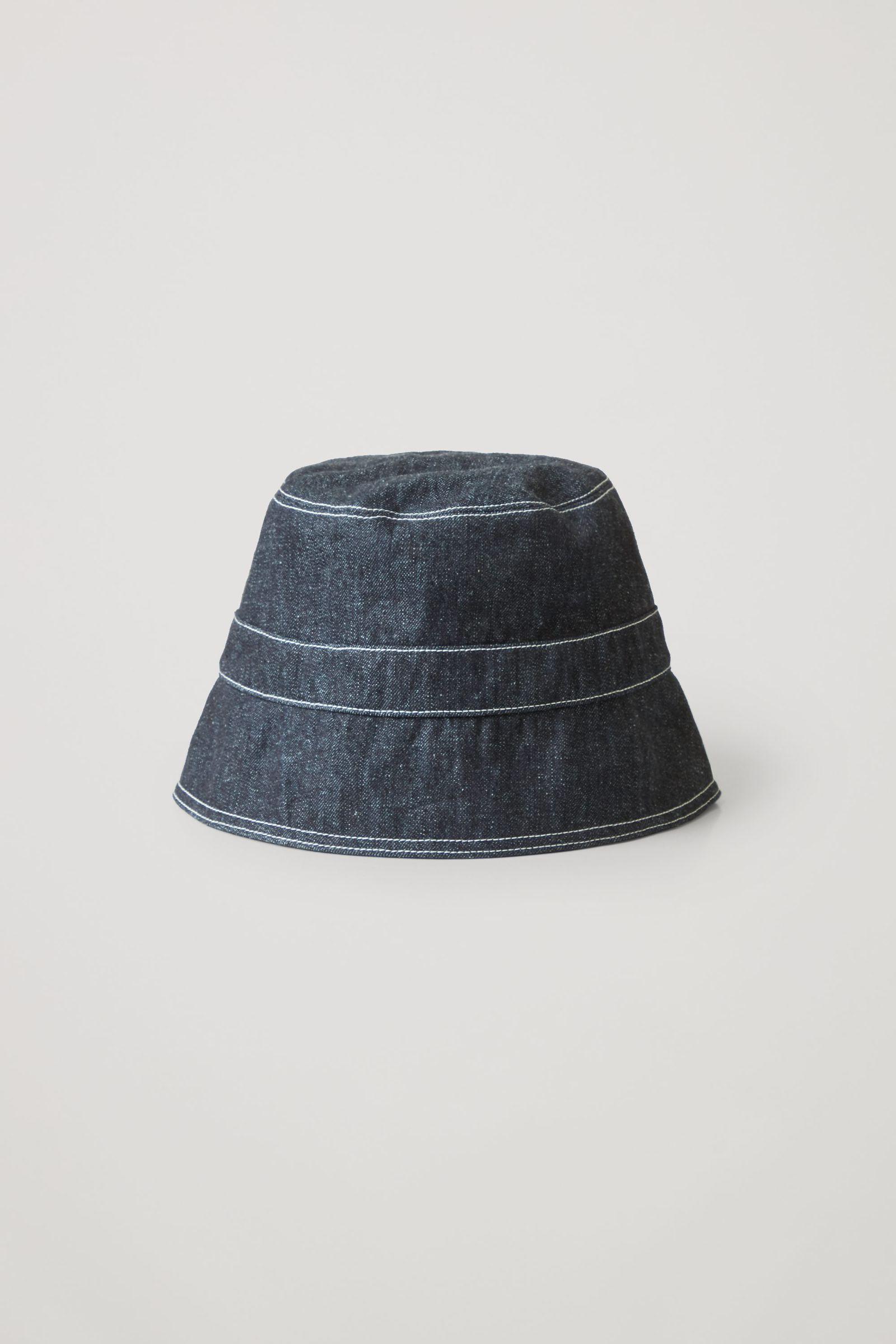 COS 오가닉 헴프 믹스 데님 버킷 햇의 다크 블루컬러 Product입니다.
