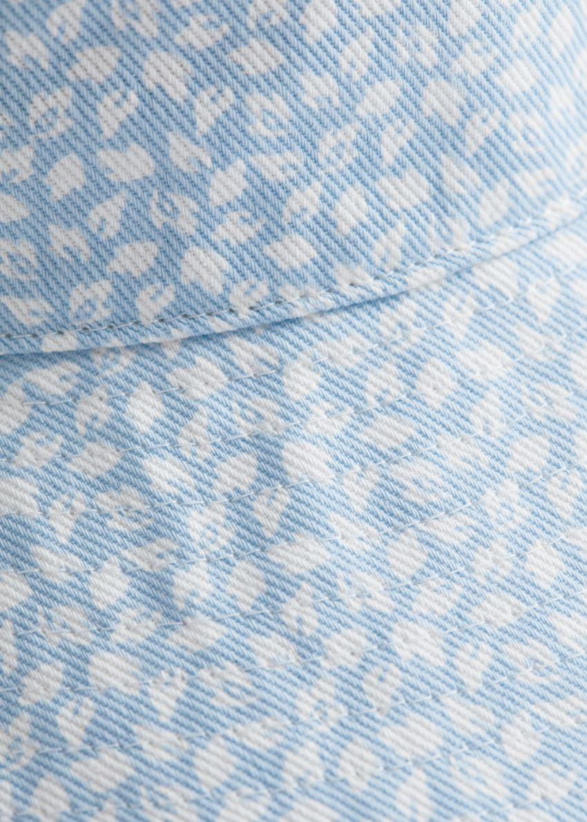 앤아더스토리즈 코튼 버켓 햇의 라이트 블루컬러 Detail입니다.