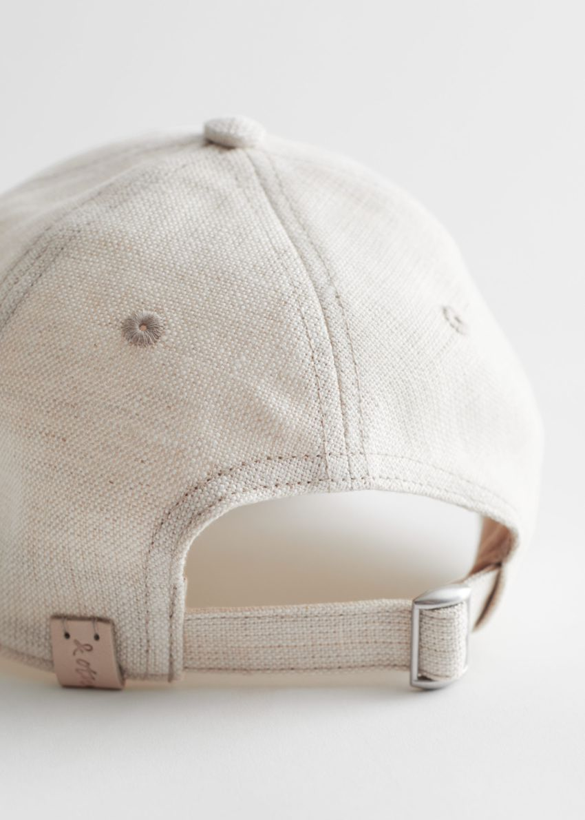 앤아더스토리즈 리넨 베이스볼 캡의 라이트 그레이컬러 Detail입니다.