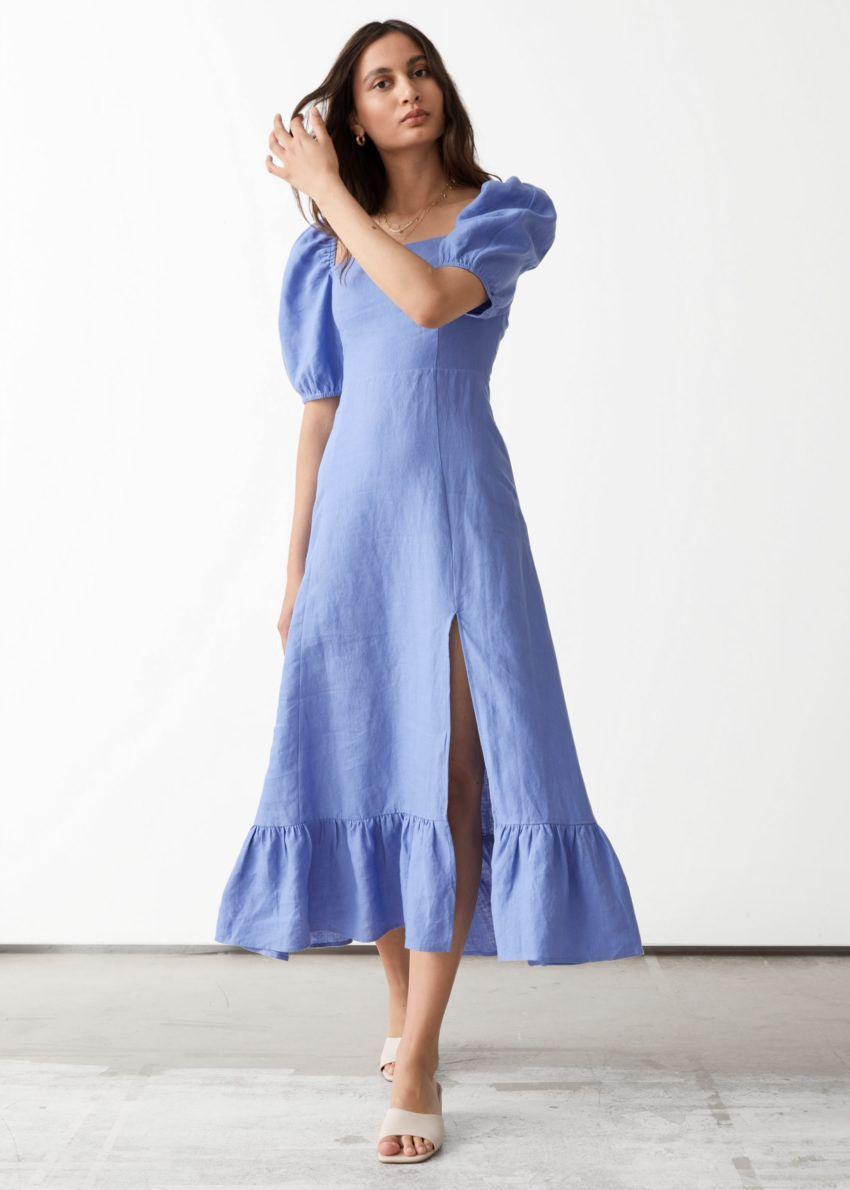 앤아더스토리즈 리넨 퍼프 슬리브 미디 드레스의 블루컬러 ECOMLook입니다.