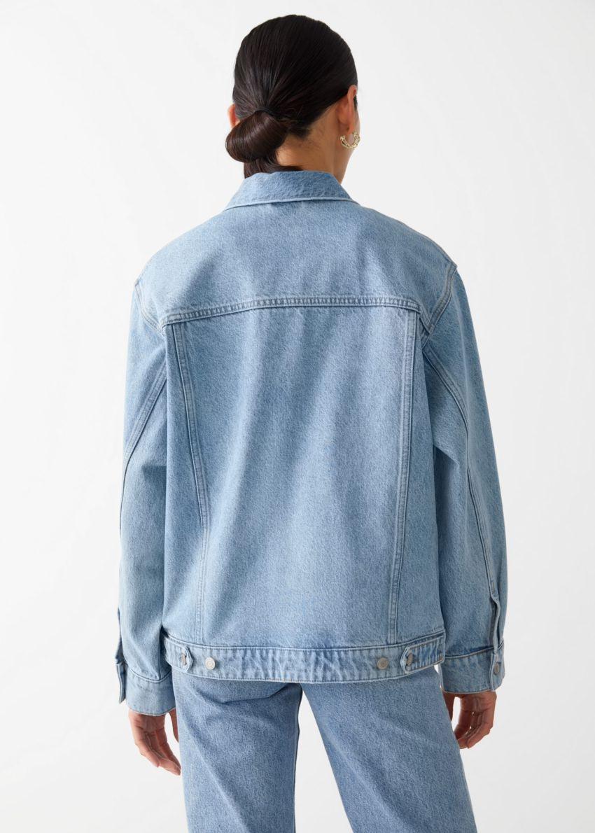 앤아더스토리즈 버튼 업 데님 재킷의 라이트 블루컬러 ECOMLook입니다.