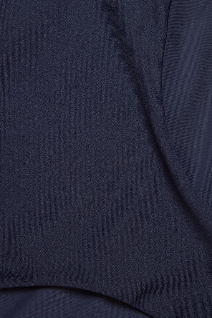 COS 하이 웨이스티드 비키니 바텀의 네이비컬러 Detail입니다.