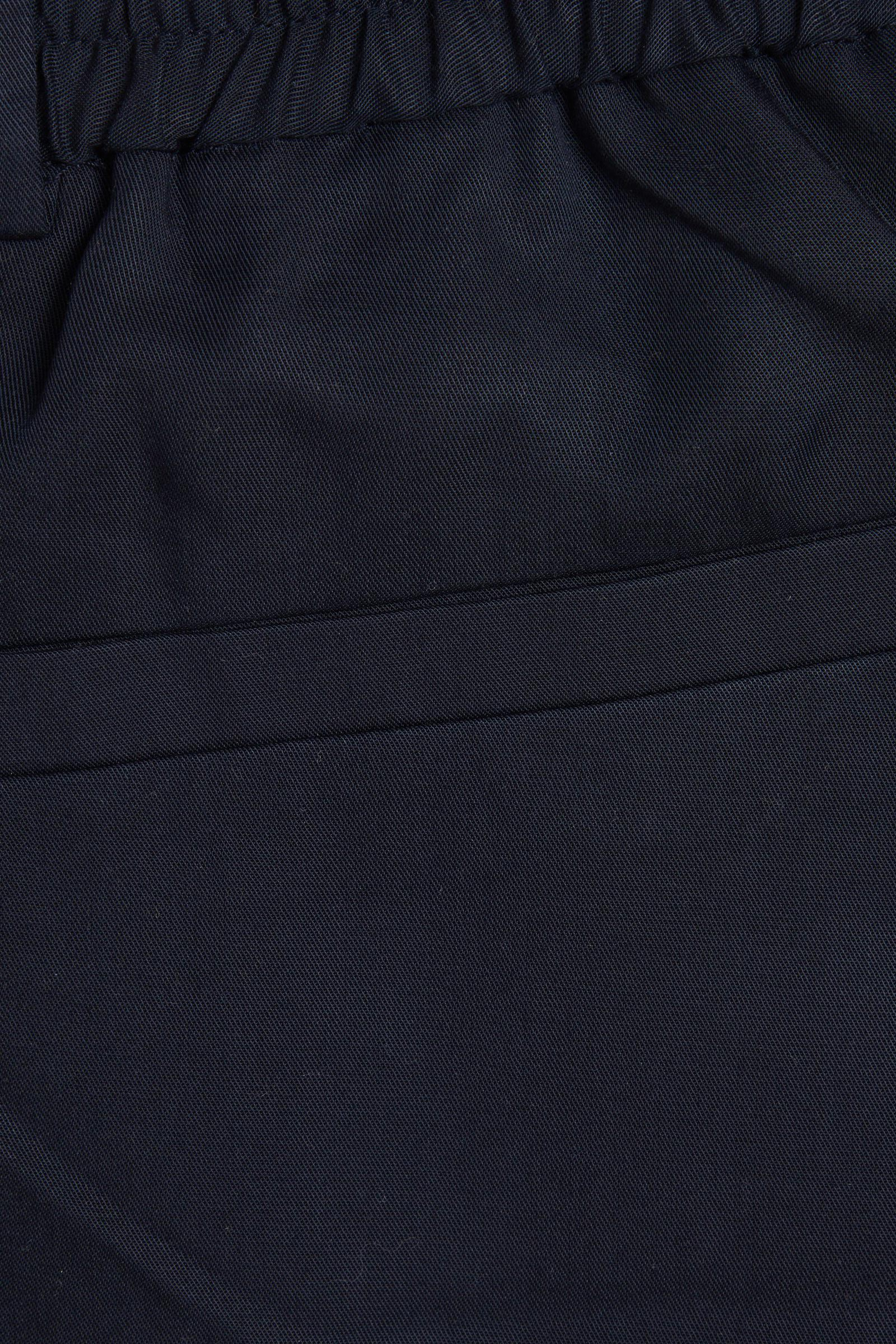 COS 라이오셀 롱 캔버스 쇼츠의 블랙컬러 Detail입니다.