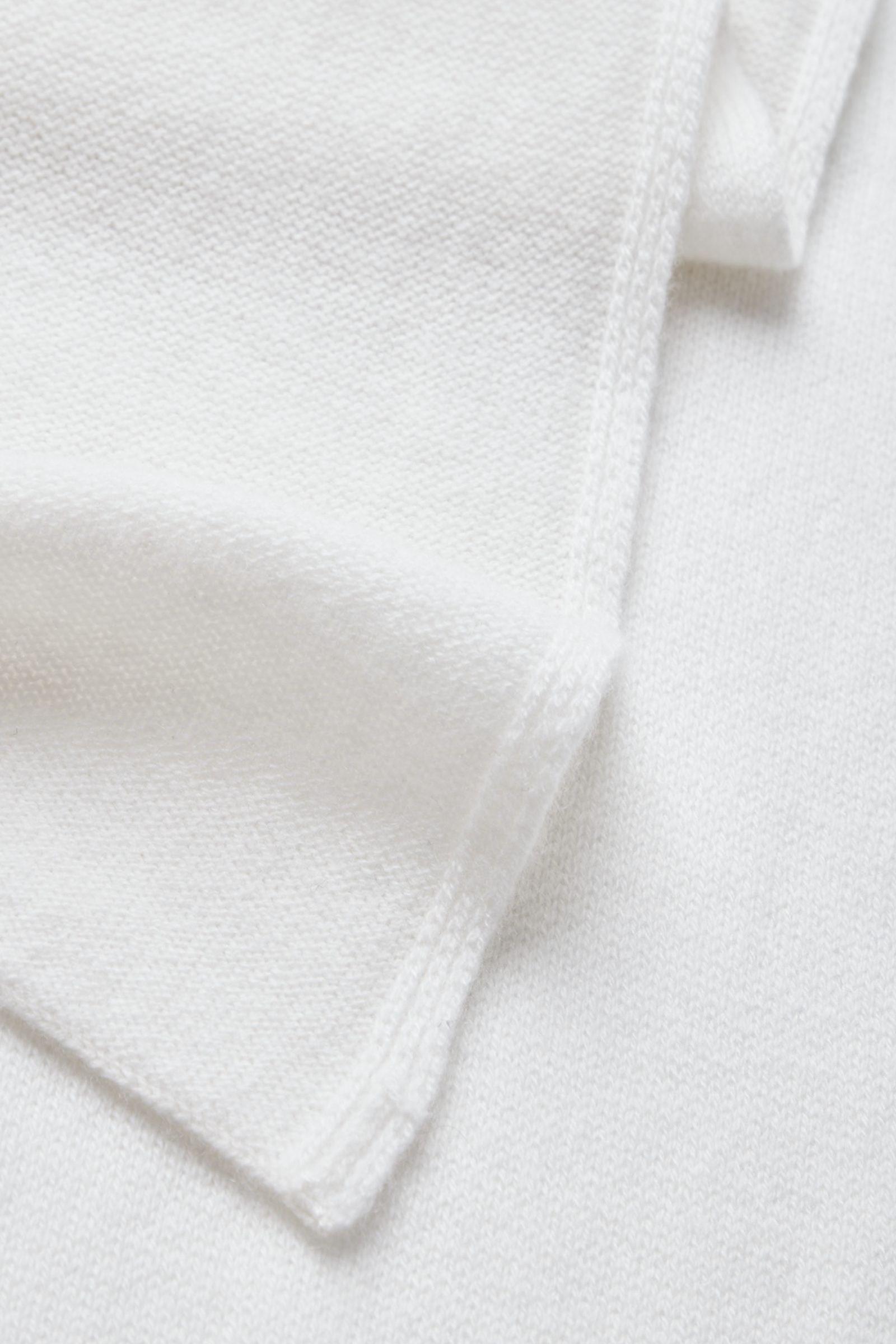 COS 니티드 캐시미어 스카프의 화이트컬러 Detail입니다.