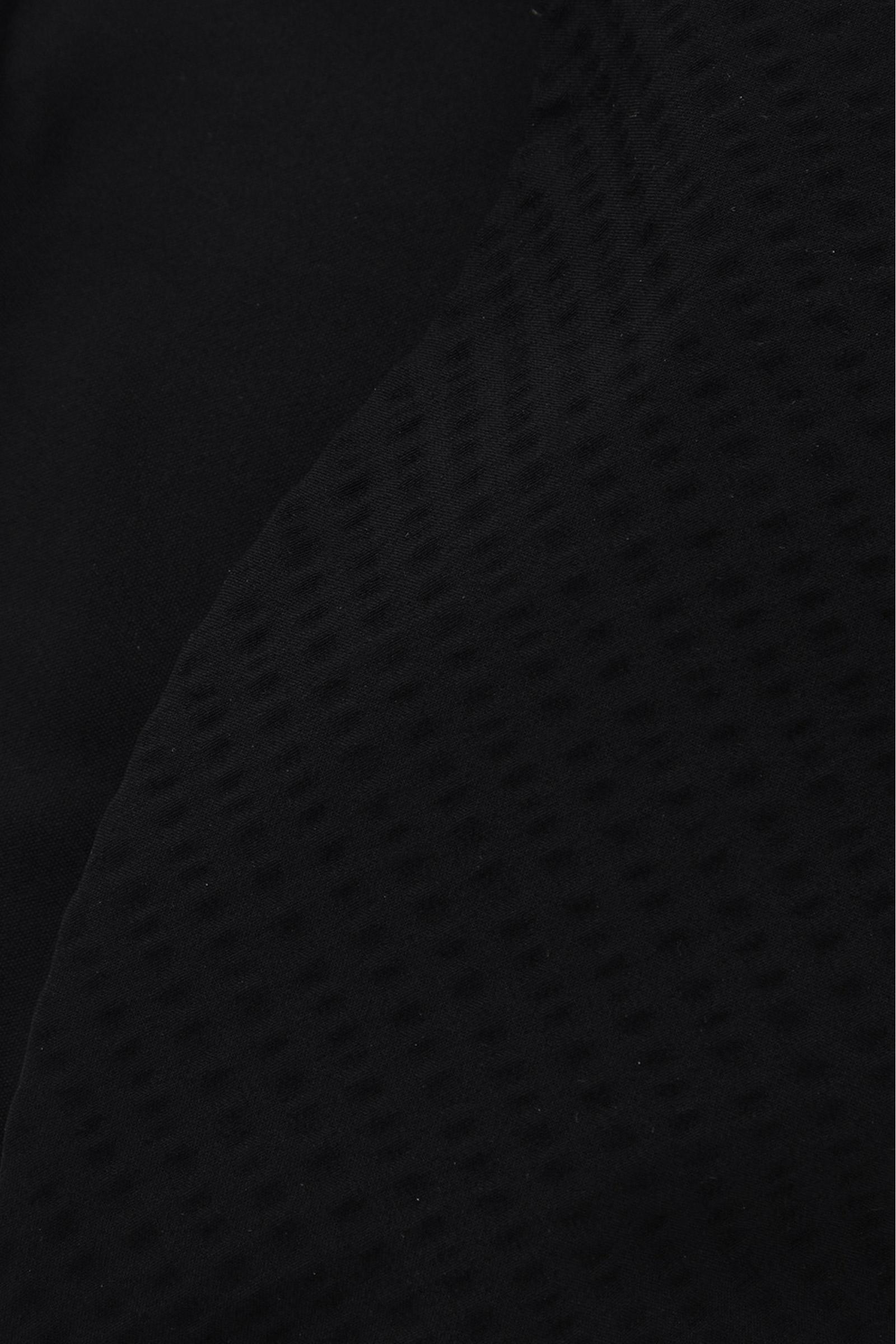 COS 트라이앵글 비키니 탑의 블랙컬러 Detail입니다.