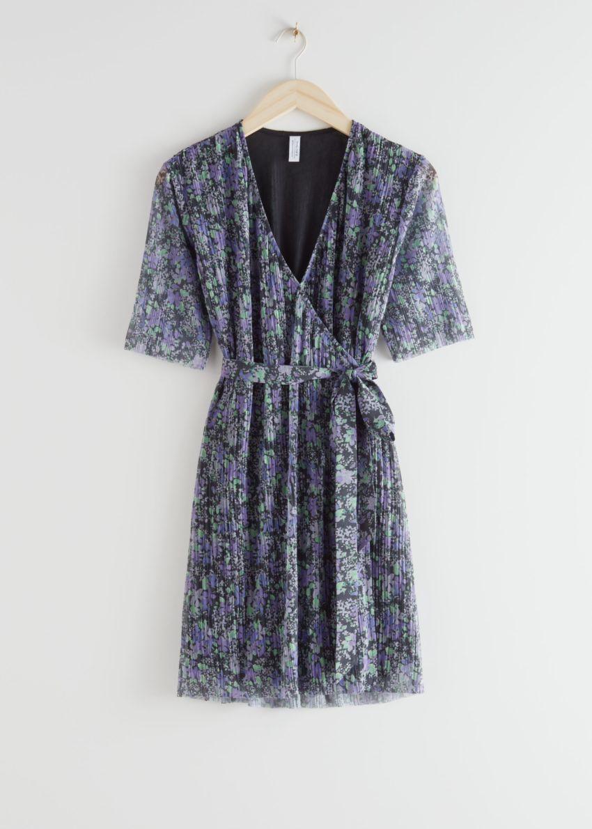 앤아더스토리즈 쇼트 슬리브 미니 랩 드레스의 블루 플로럴컬러 Product입니다.