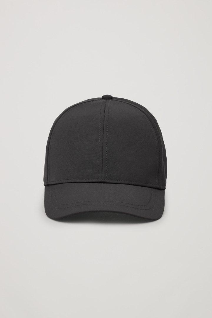 COS 베이스볼 캡의 블랙컬러 Product입니다.