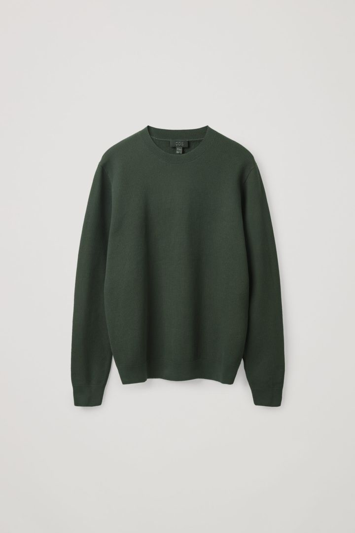 COS 와플 니트 스웨터의 그린컬러 Product입니다.