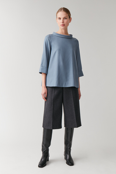 COS hover image 12 of 블루 in 스탠드업 칼라 탑