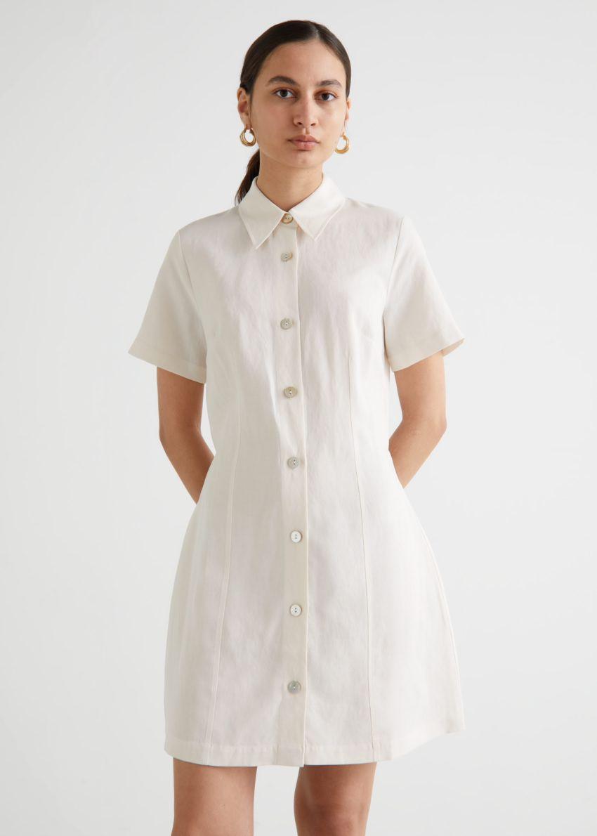 앤아더스토리즈 미니 셔츠 드레스의 화이트컬러 ECOMLook입니다.