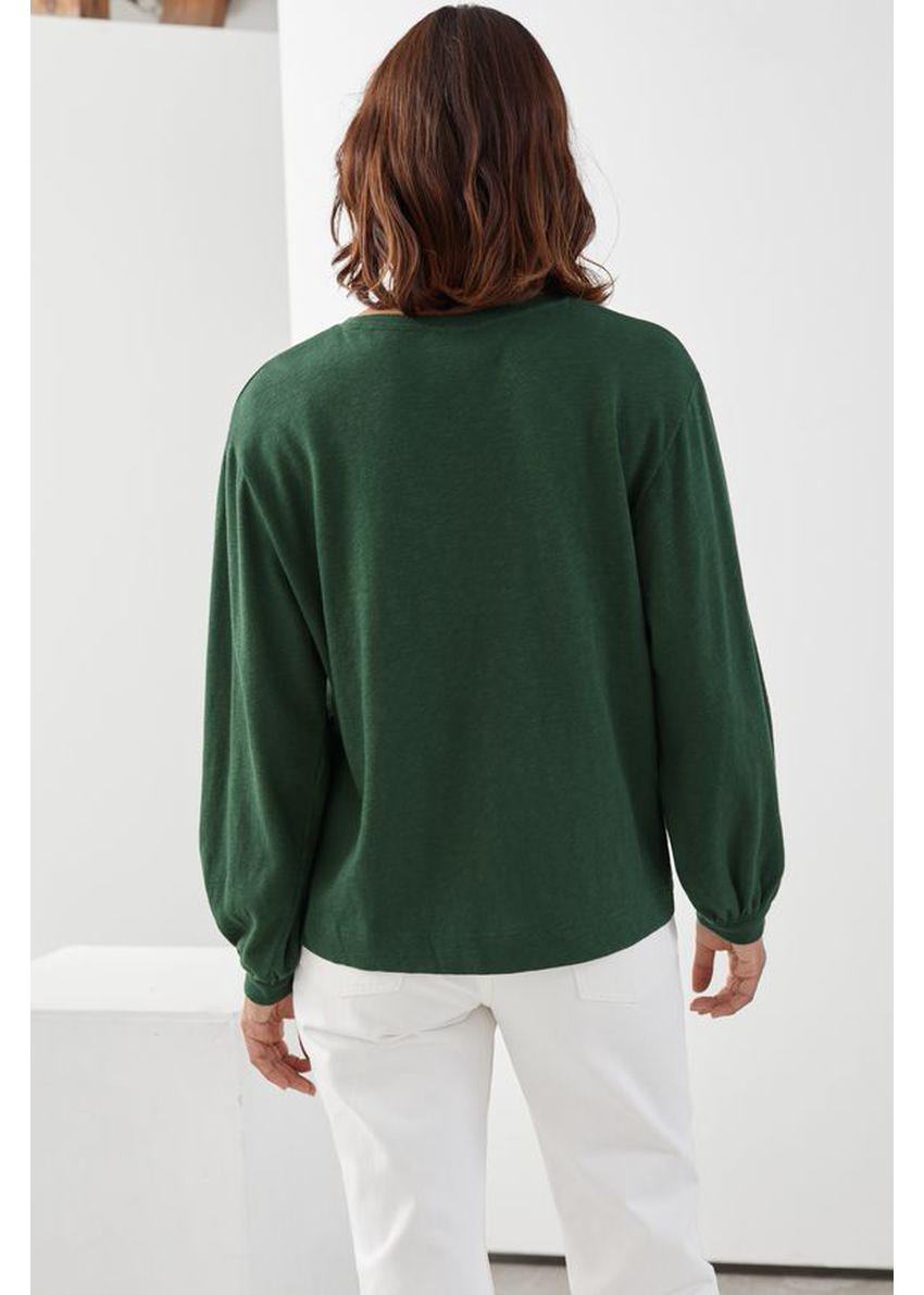 앤아더스토리즈 릴렉스드 롱 슬리브 티셔츠의 다크 그린컬러 ECOMLook입니다.