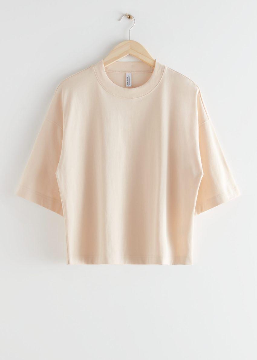 앤아더스토리즈 박시 크루넥 티셔츠의 베이지컬러 Product입니다.