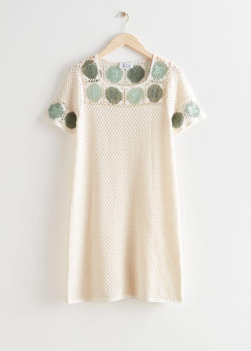 앤아더스토리즈 플로럴 크로셰 미니 드레스의 화이트컬러 Product입니다.