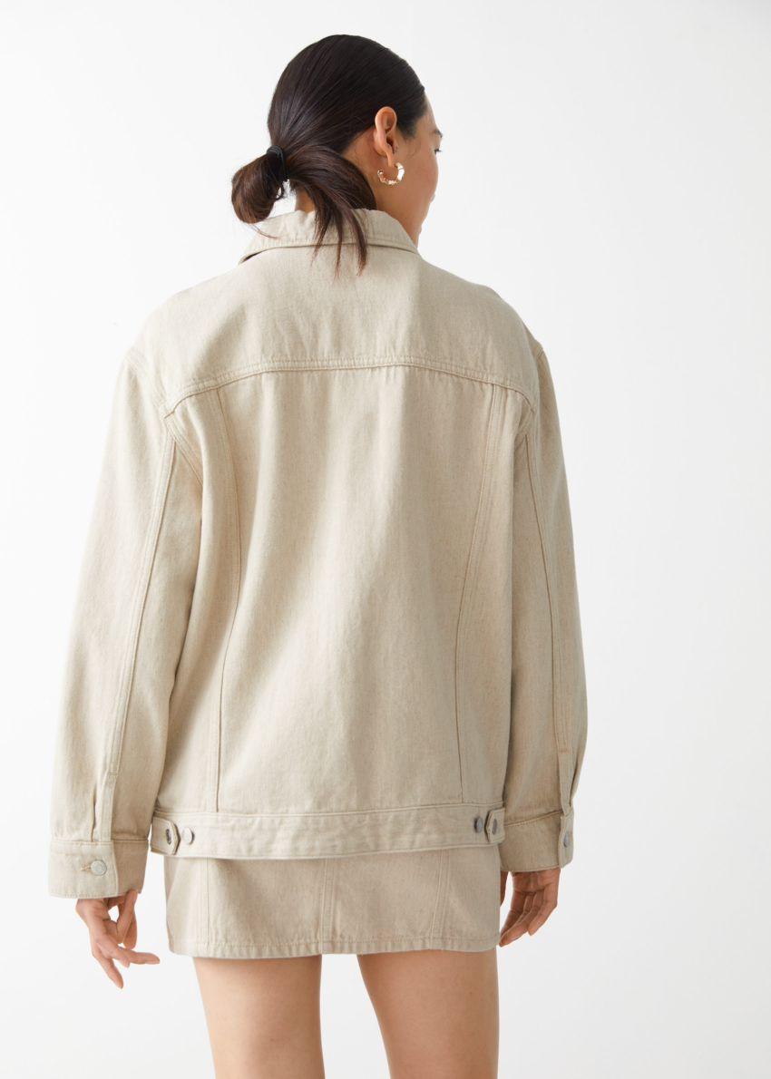 앤아더스토리즈 오버사이즈 데님 재킷의 베이지컬러 ECOMLook입니다.