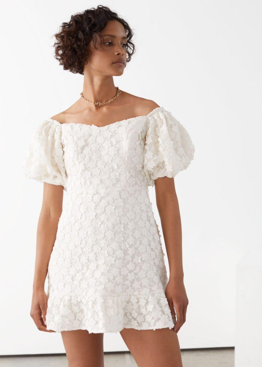 앤아더스토리즈 벌룬 슬리브 레이스 미니 드레스의 화이트컬러 ECOMLook입니다.