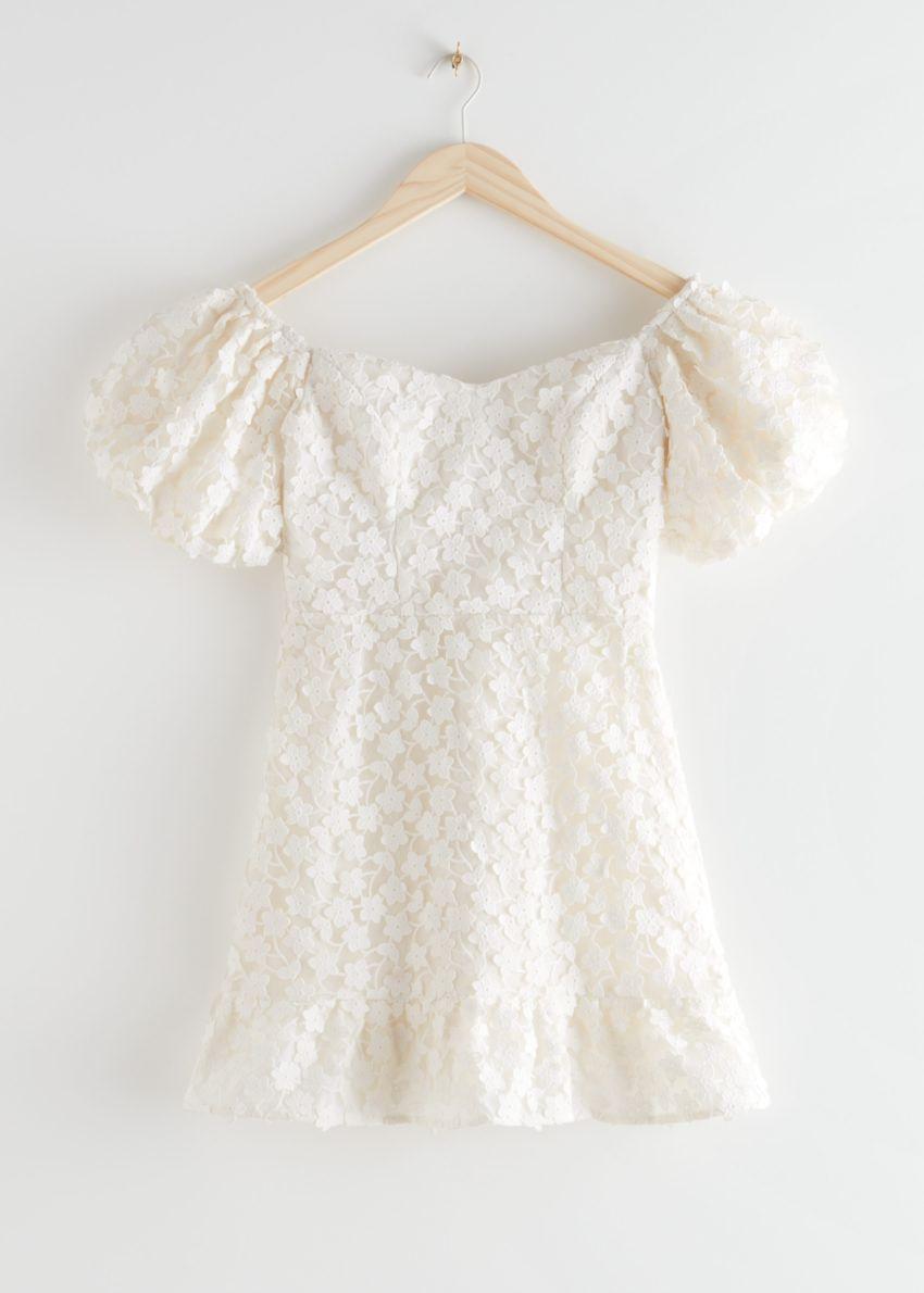 앤아더스토리즈 벌룬 슬리브 레이스 미니 드레스의 화이트컬러 Product입니다.