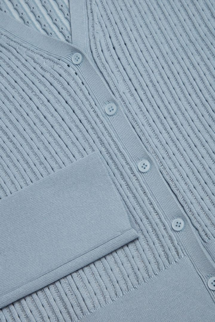COS 니티드 실크 맥시 가디건의 터쿼이즈컬러 Detail입니다.