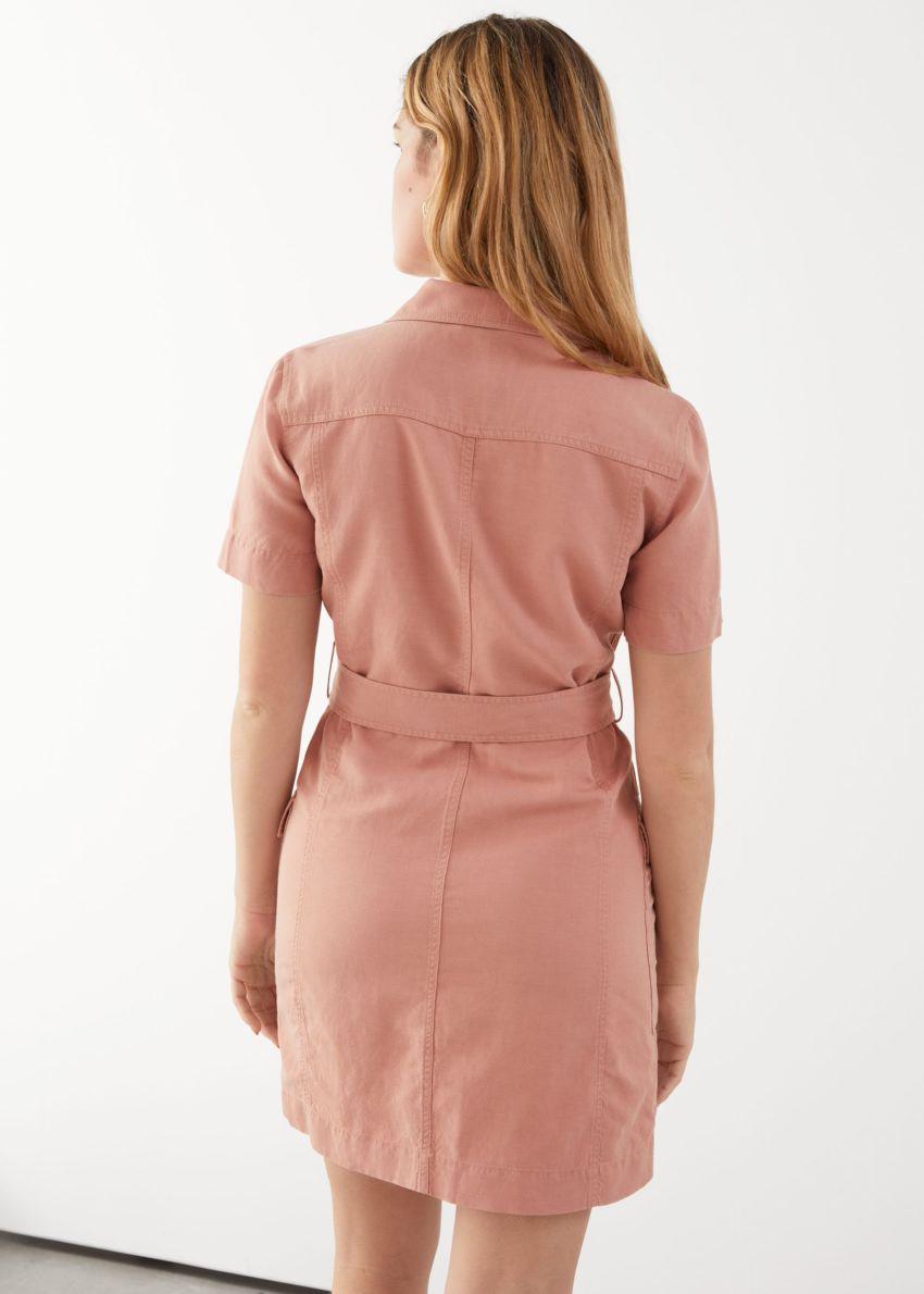 앤아더스토리즈 벨티드 워크웨어 미니 드레스의 핑크컬러 ECOMLook입니다.