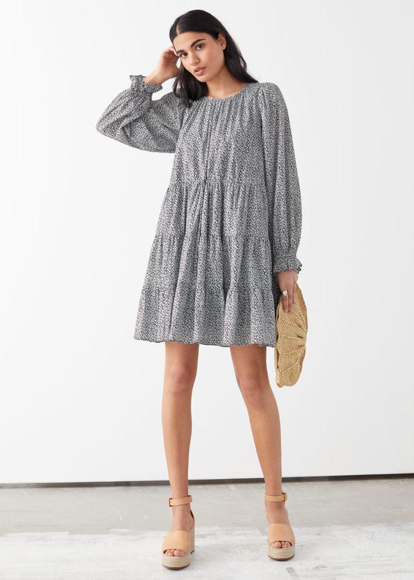 앤아더스토리즈 볼류미너스 트윌 미니 드레스의 블랙 티 로즈컬러 ECOMLook입니다.