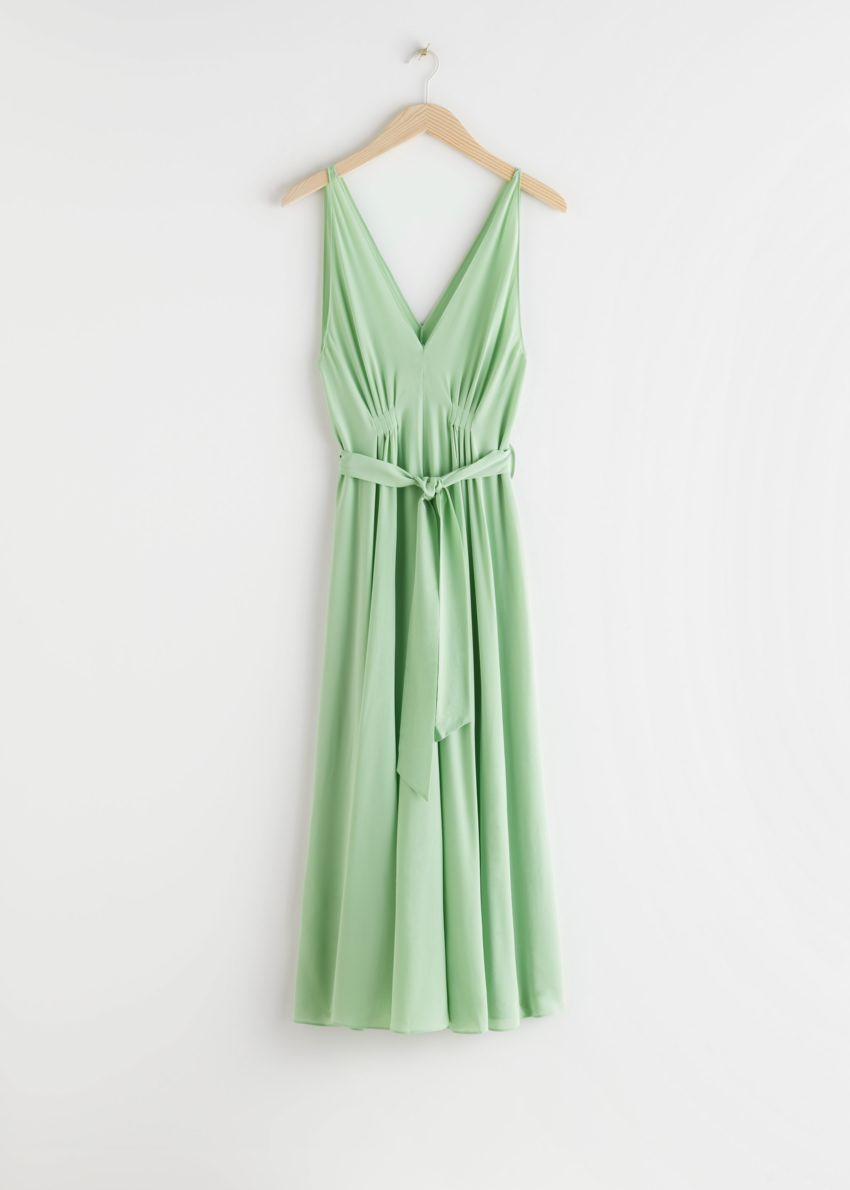 앤아더스토리즈 벨티드 실크 미디 드레스의 그린컬러 Product입니다.