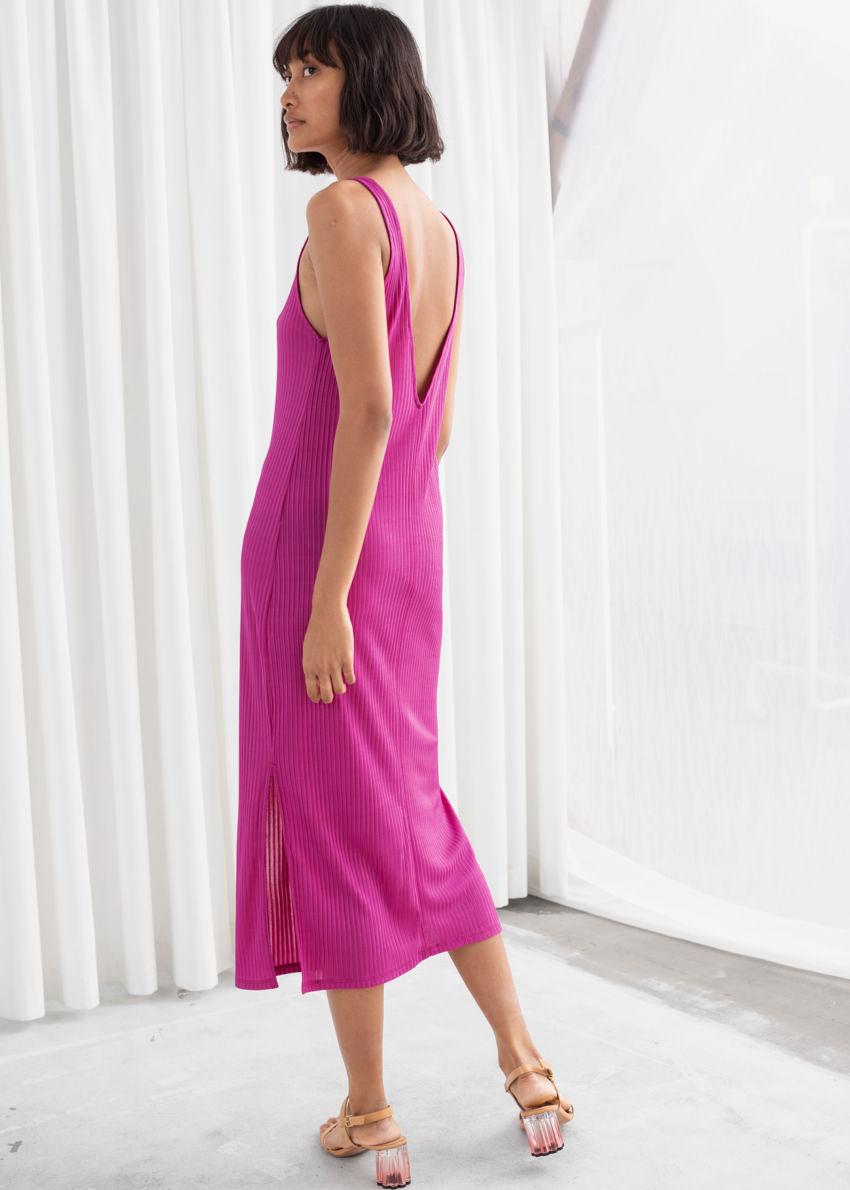 앤아더스토리즈 립 더블 사이드 슬릿 미디 드레스의 핑크컬러 ECOMLook입니다.