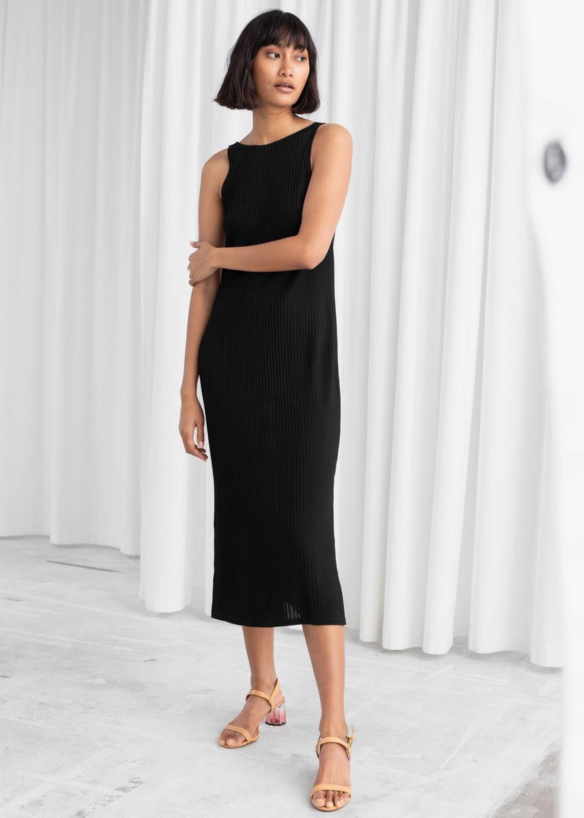 앤아더스토리즈 립 더블 사이드 슬릿 미디 드레스의 블랙컬러 ECOMLook입니다.