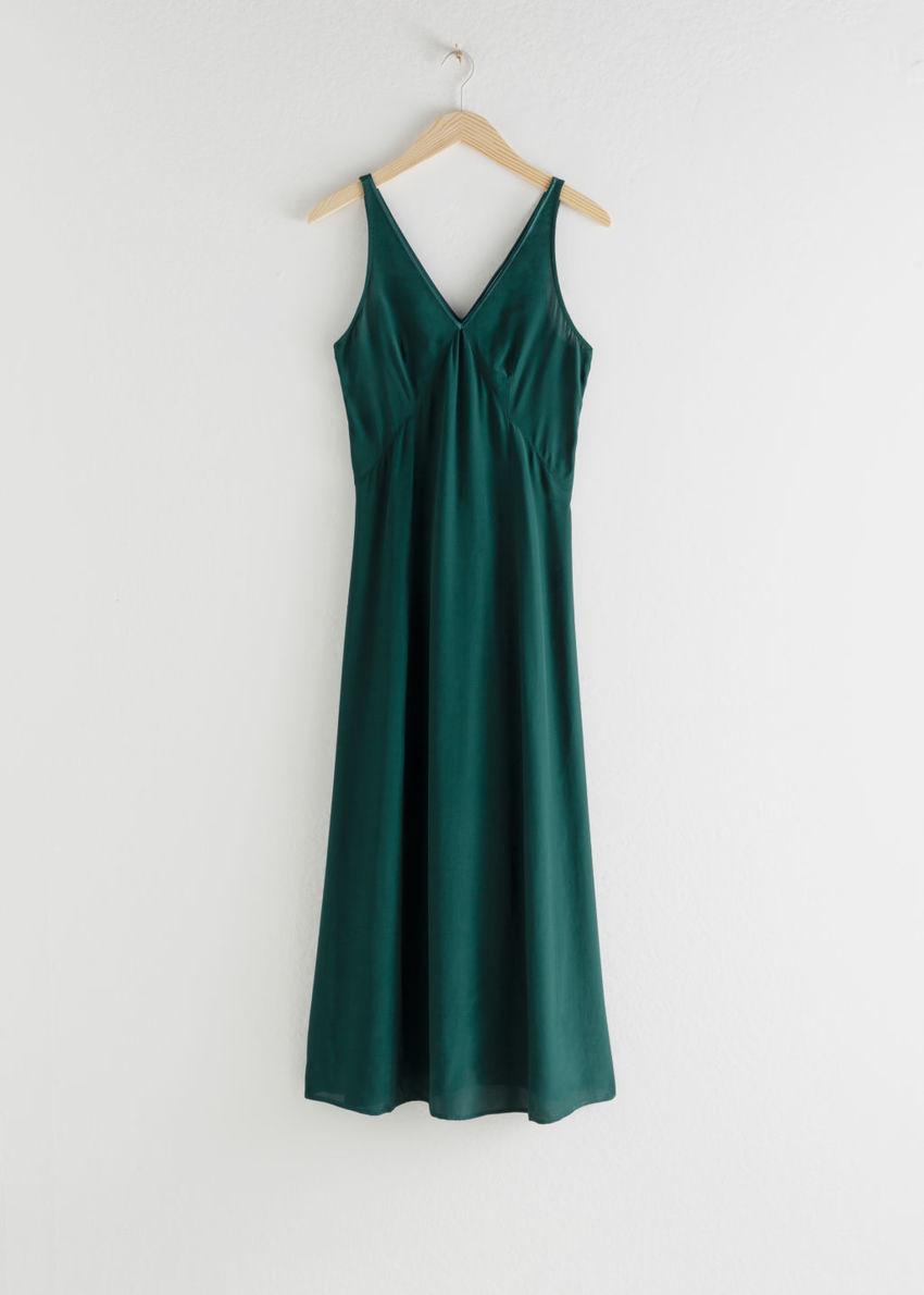 앤아더스토리즈 플로위 브이넥 미디 드레스의 그린컬러 Product입니다.