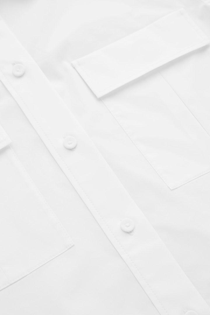 COS 레귤러 핏 유틸리티 셔츠의 화이트컬러 Detail입니다.