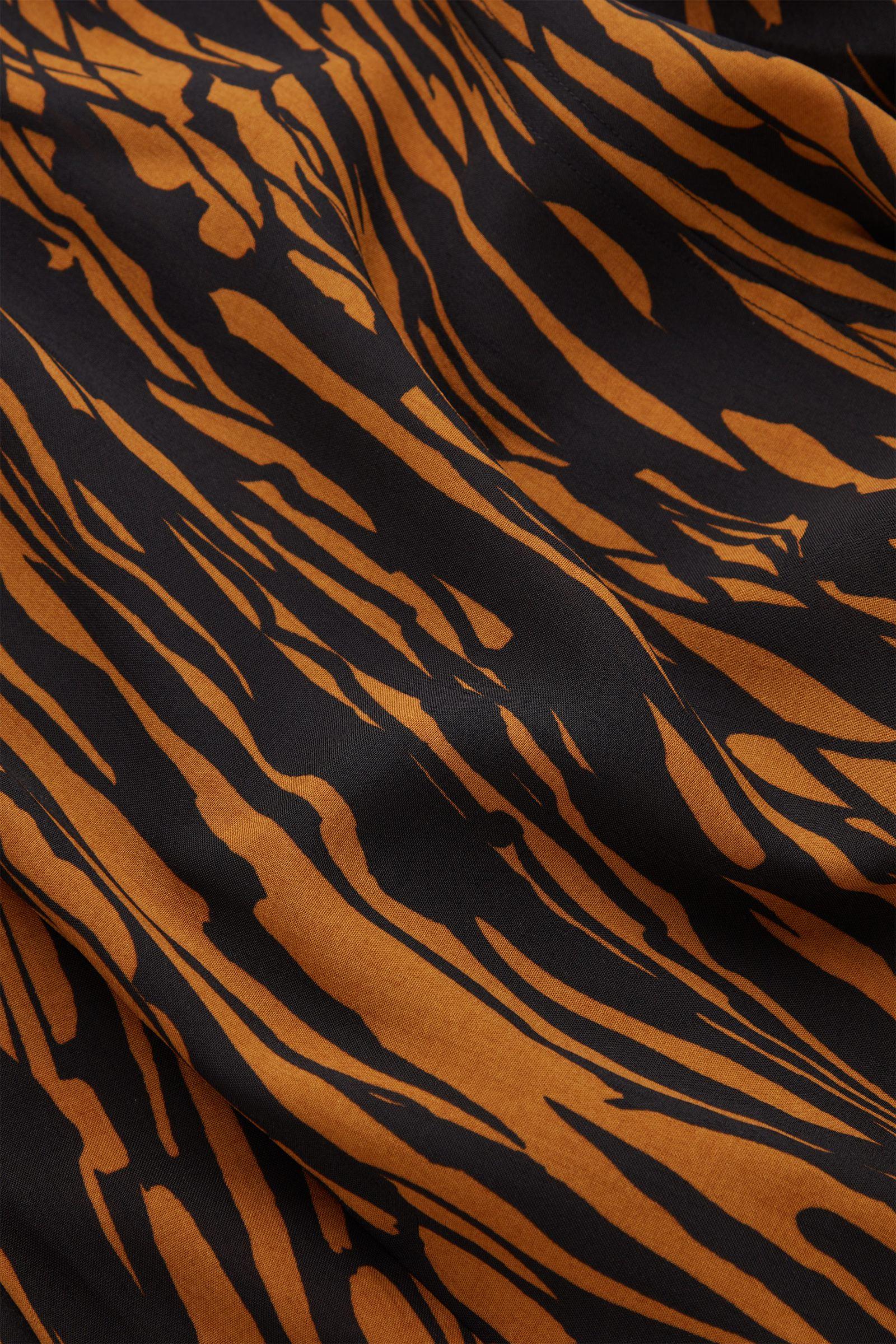 COS 프린티드 보우 디테일 드레스의 블랙 / 브라운컬러 Detail입니다.