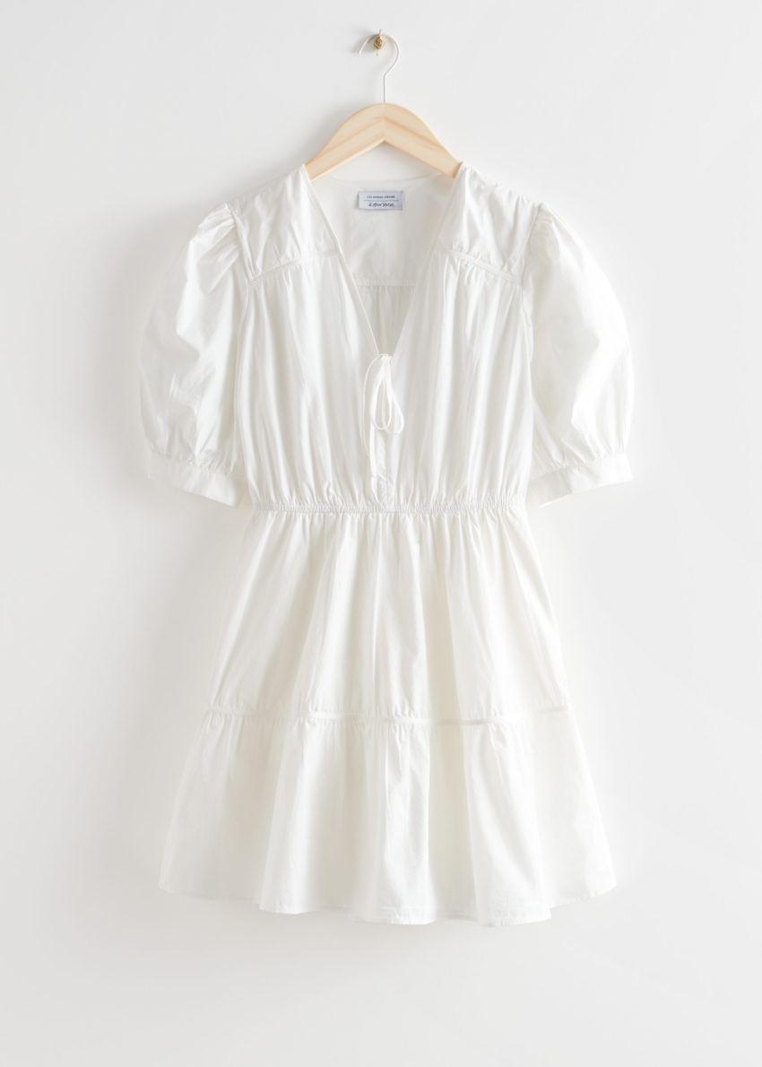 앤아더스토리즈 티어드 퍼프 슬리브 미니 드레스의 화이트컬러 Product입니다.