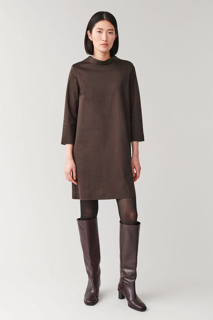 COS default image 8 of 브라운 in 모크넥 스무스 드레스