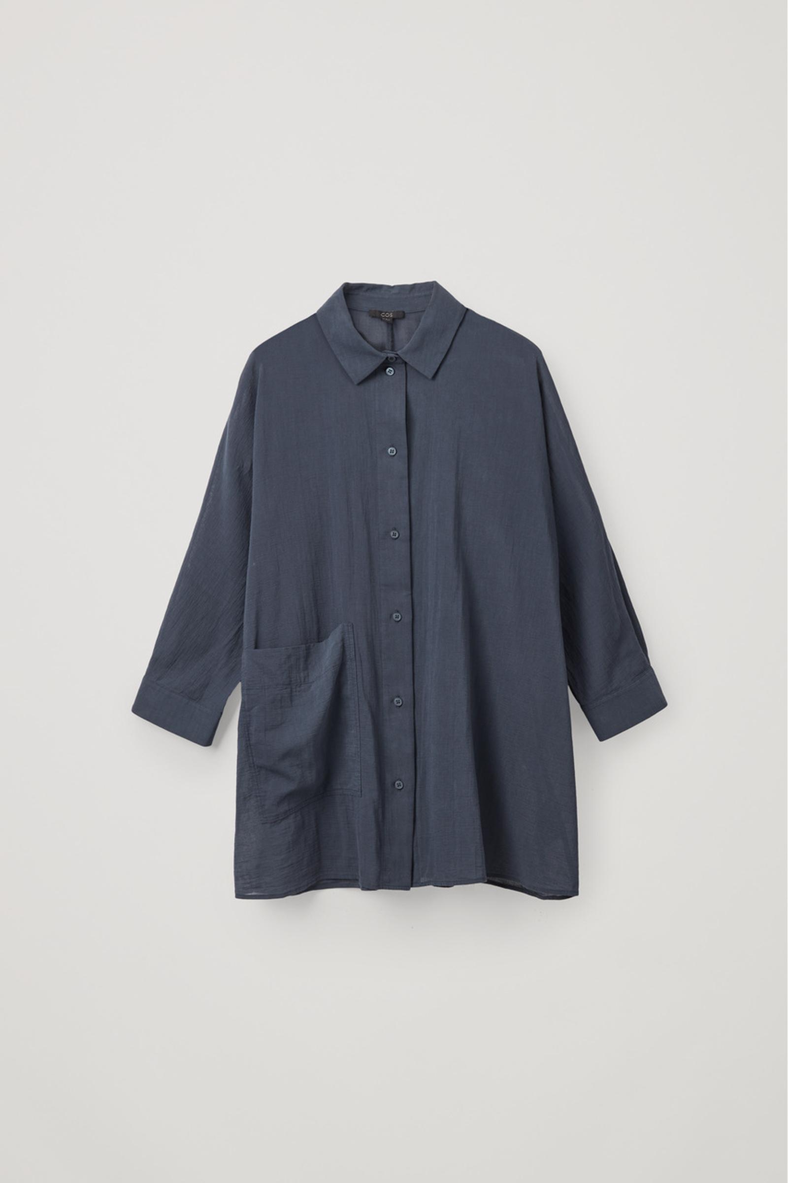 COS 오버사이즈 튜닉 셔츠의 네이비컬러 Product입니다.